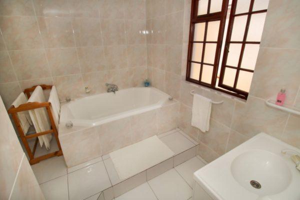 All Unit bathroom-H900