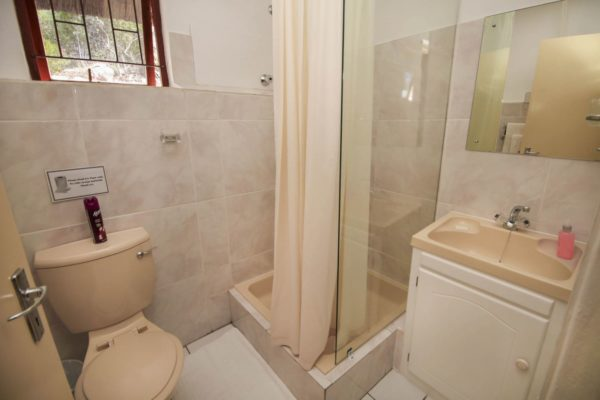 Unit 10 Bathroom-H900